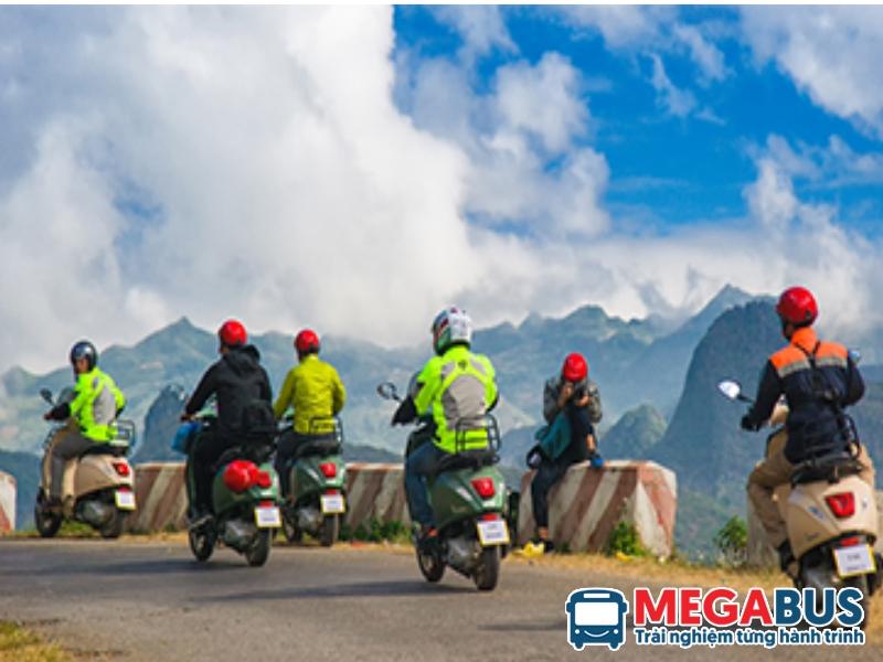 đi xe máy tại Sapa