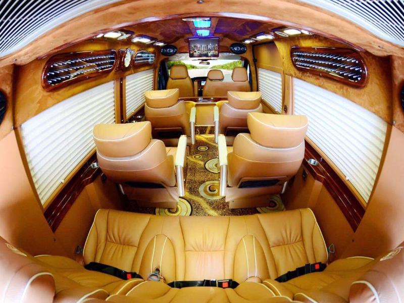 Xe cô tô limousine